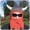 Un casque de viking en crochet pour motard