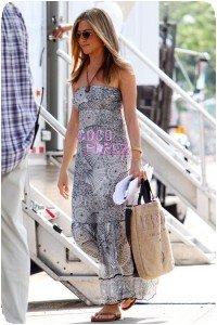 Jennifer Aniston portant un sac du Kenya