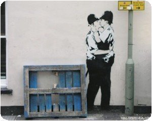 Banksy - Bisous de policiers