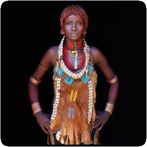 Photo couleur d´un habitant de la vallée Omo (Éthiopie) par John Kenny