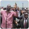 Ruto priant lors d´un rally