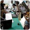 Signature du livre de JR à Kibera